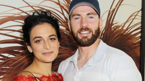 PHOTO: Jenny Slate and Chris Evans are seen here in New York, June, 25, 2016.