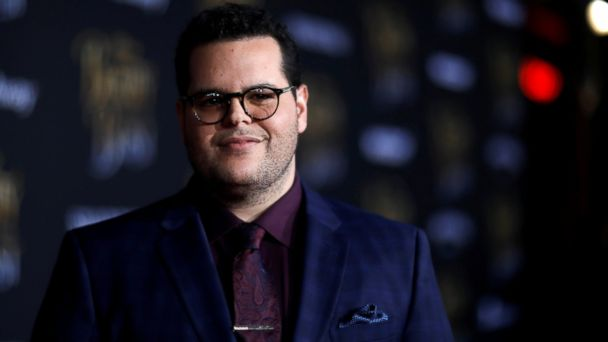 PHOTO: Cast member Josh Gad poses at the premiere of