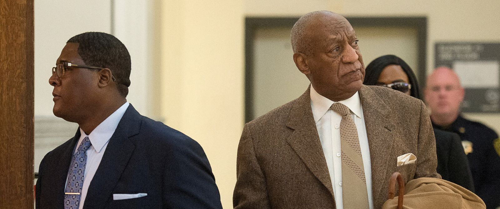 PHOTO: Bill Cosby re-enters Montgomery County Courthouse after a break during the second day of his pre-trial hearing in his sexual assault case in Norristown, Pennsylvania, Dec. 14, 2016.