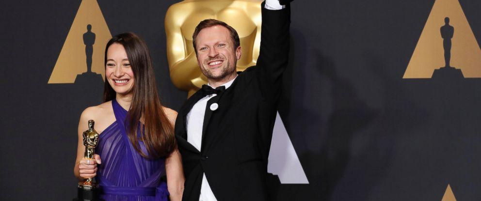 PHOTO: Orlando von Einsiedel and Joanna Natasegara hold their Oscars for Best Documentary Short Subject