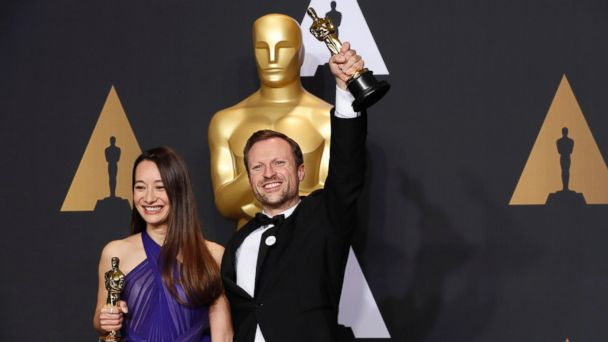 PHOTO: Orlando von Einsiedel and Joanna Natasegara hold their Oscars for Best Documentary Short Subject for