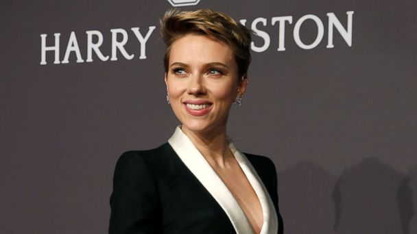 PHOTO: Scarlett Johansson arrives for Amfar'??s Annual Fashion Week New York Gala in New York City, Feb. 8, 2017.