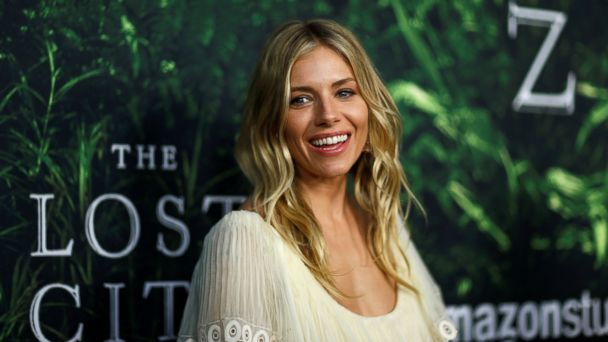 PHOTO: Sienna Miller poses at the premiere of the movie