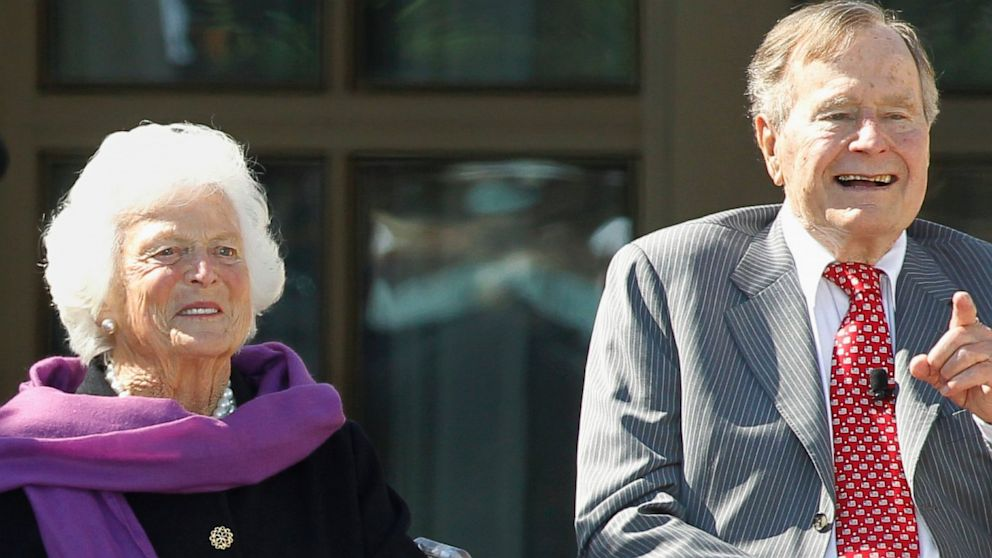 PHOTO: Former first lady Barbara Bush and former U.S. President George H.W. Bush
