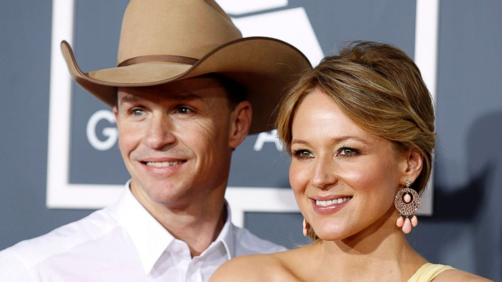 PHOTO: Singer Jewel and husband, rodeo rider Ty Murray, arrive at the 53rd annual Grammy Awards in Los Angeles, Calif. in this Feb. 13, 2011, file photo.
