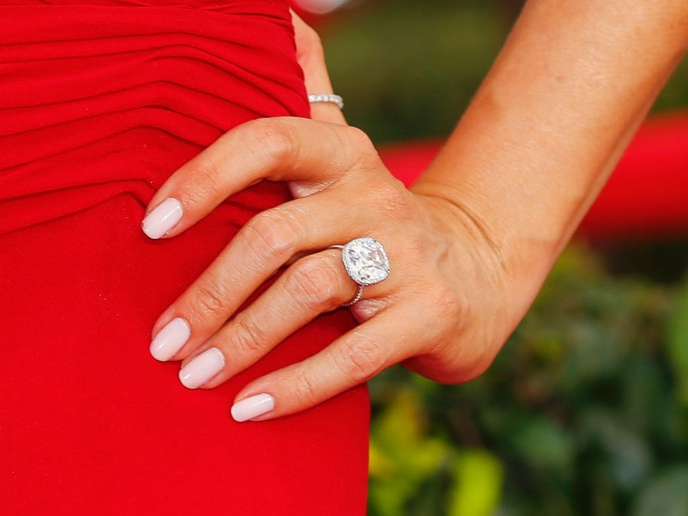 PHOTO View Of Actress Sofia Vergaras Engagement Ring As She Arrives At The 21st Annual
