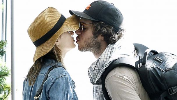 RX leighton meester adam brody jef 131210 16x9 608 Leighton Meester and Adam Brody Kiss, Display PDA in South Africa