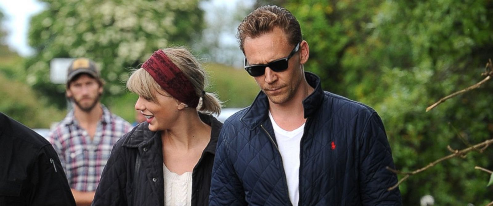 tom dating taylor swift During the after show, actor sebastian stan is asked what he thought of co-star tom hiddleston's romance with popstar taylor swift and sebastian says he had his concerns at the time.