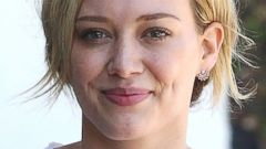 Hilary Duff Shows Off Her Natural Beauty
