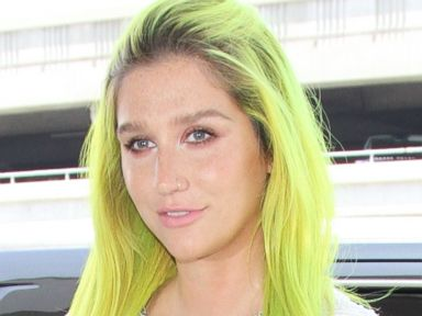 Kesha Shows Off Her Bright Green Hair