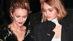 Johnny Depps Daughter Lily-Rose Steps Out With Her Mom, Vanessa Paradis