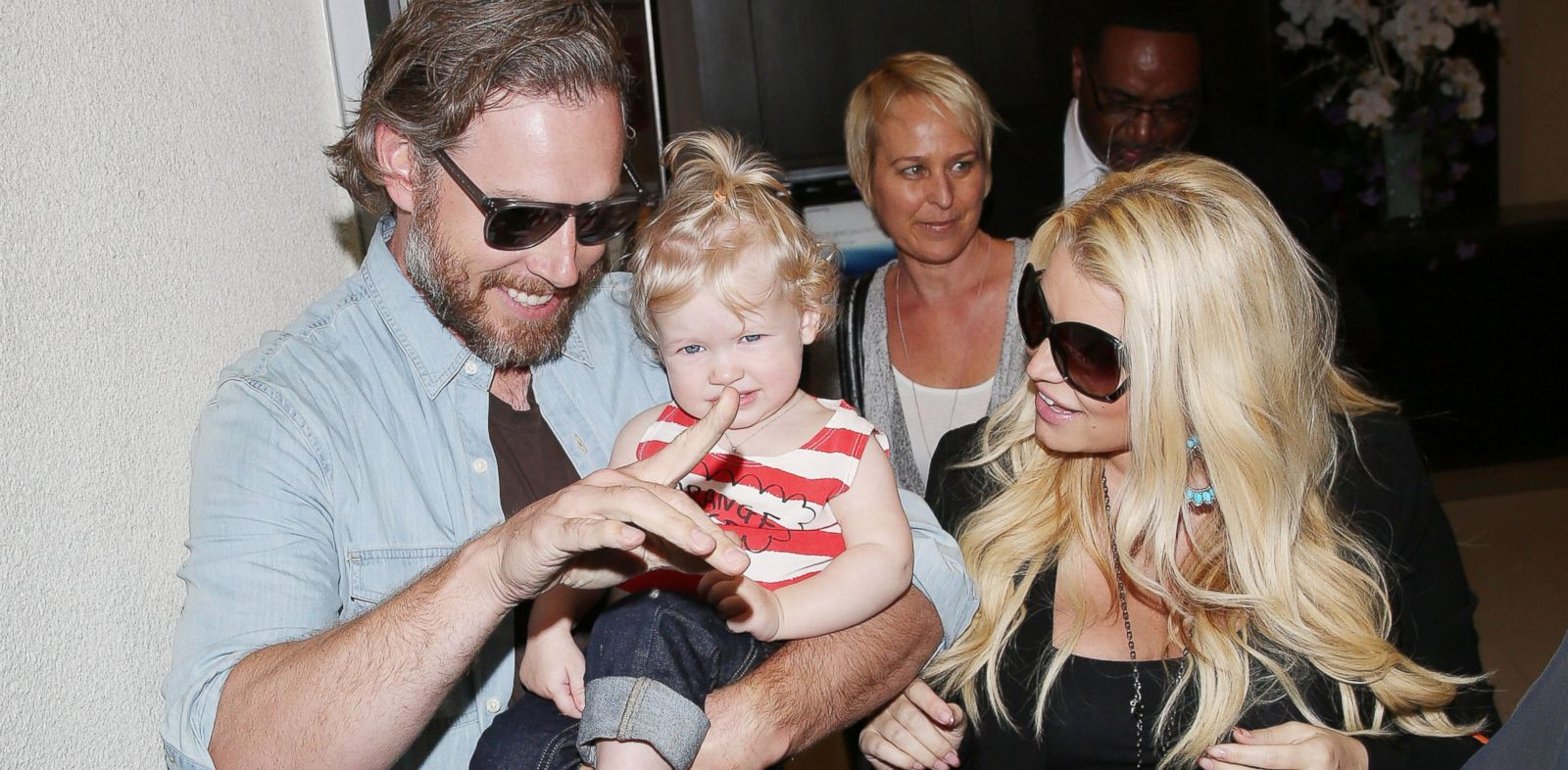 PHOTO: Jessica Simpson arrives at Los Angeles International Airport, with boyfriend Eric Johnson and daughter Maxwell in tow, May 5, 2013 in Los Angeles.