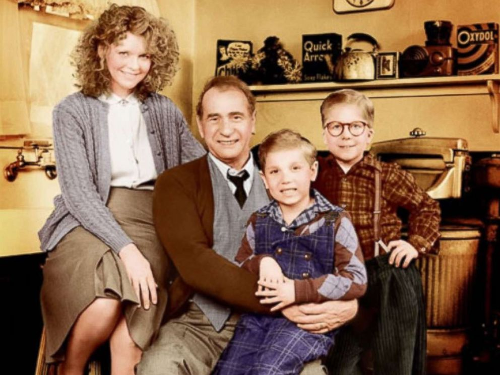 PHOTO: Peter Billingsley, Melinda Dillon, Darren McGavin, and Ian Petrella poses for a cast photo for the movie A Christmas Story.