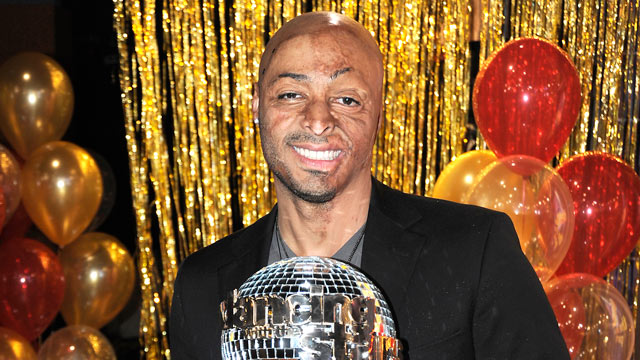 "PHOTO: J.R Martinez, who was crowned the new champion of ""Dancing With the Stars,"" visits ""Good Morning America,"" Nov. 23, 2011."