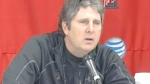 VIDEO: Texas Techs Mike Leach blames his teams performance on their fat girlfriends.