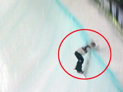VIDEO: Shaun White slams his face into a pipe at the Winter X Games.