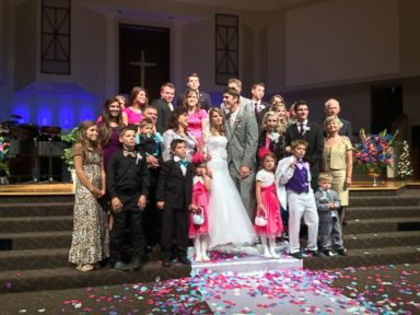 First Look at Bates Family Daughter's Wedding
