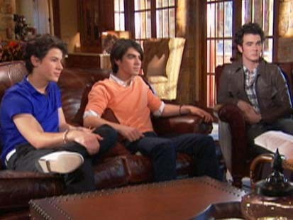 VIDEO: Jonas Brothers