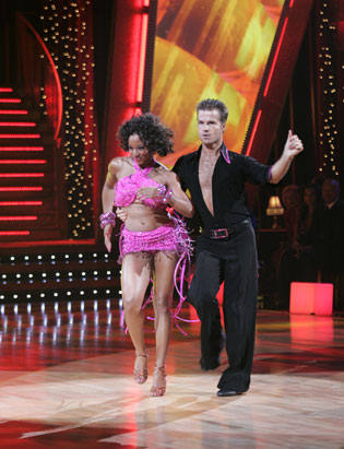 http://a.abcnews.com/images/Entertainment/abc_dance2_061018_ssv.jpg