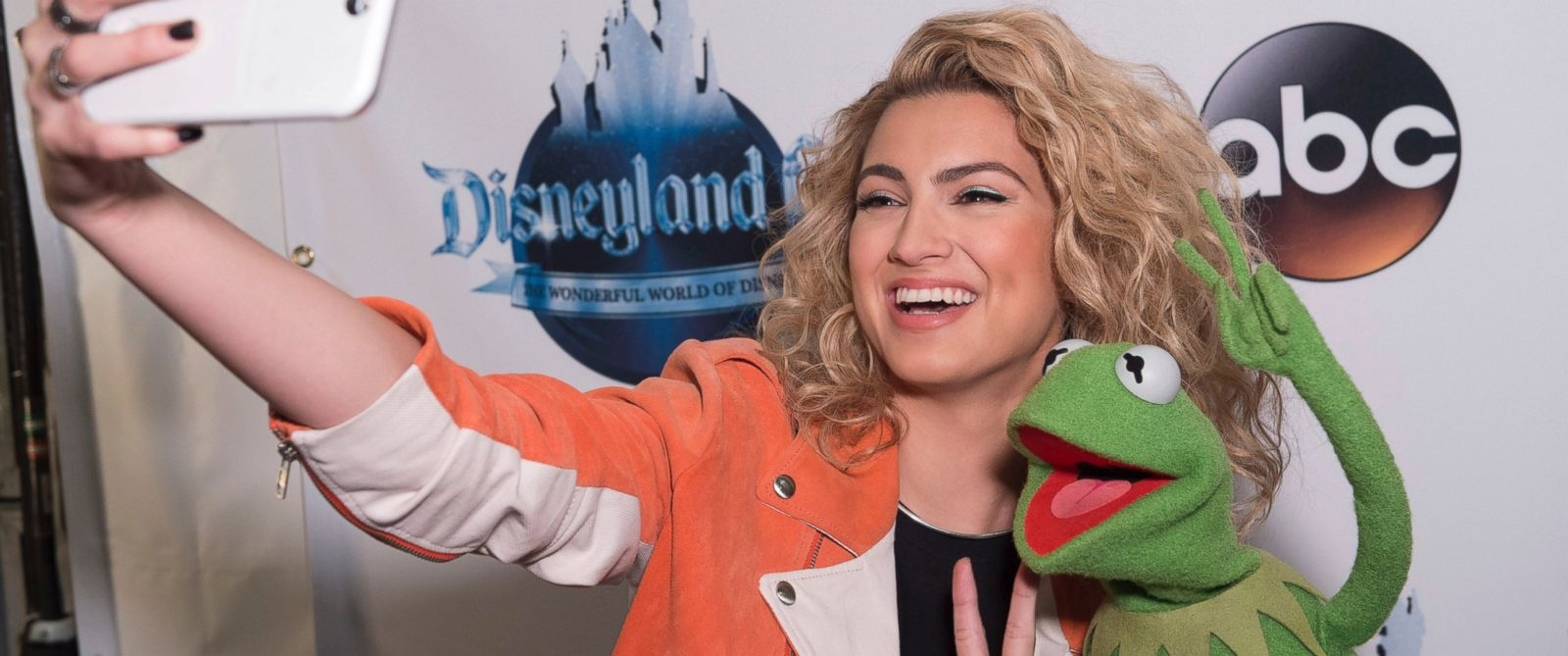 "PHOTO: Tori Kelly takes a selfie with Kermit the Frog during filming for ""The Wonderful World of Disney: Disneyland 60,"" airing Feb. 21, 2016 at 8:00 p.m. on the ABC Television Network."