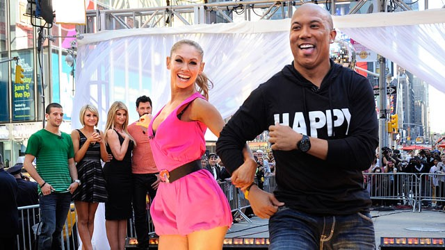 "PHOTO: ""Dancing With The Stars"" winners Hines Ward and Kym Johnson join finalists Kirstie Alley, Maksim Chmerkovskiy, Chelsea Kane and Mark Ballas are shown on ""Good Morning America, May 25, 2011."