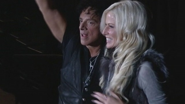 VIDEO: Neal Schon gave girlfriend a warm welcome at Journey show.