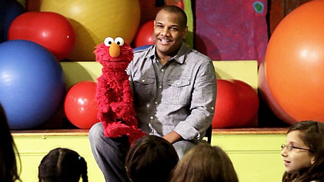 "PHOTO: Kevin Clash, the master puppeteer behind the lovable and popular ""Sesame Street"" character Elmo, visit the children of West End Day School in New York City."