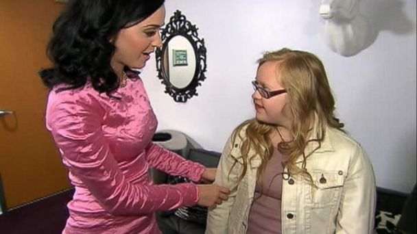 abc knxv katy perry megan squire kb 131125 16x9 608 Katy Perry Takes Cheerleader With Down Syndrome to AMAs