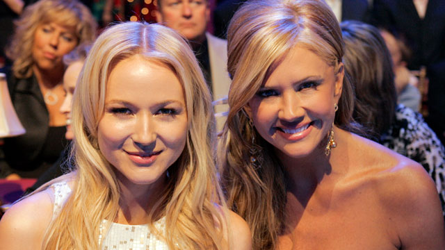 "PHOTO: Jewel and Nancy O'Dell sit in the audience during ""Dancing With The Stars"", March 9, 2009."