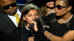 PHOTO Michael Jacksons daughter, Paris, speaks on stage at the Staples Center, July 7, 2009, during her fathers memorial service.