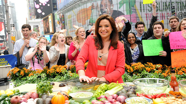 "PHOTO: Rachael Ray prepares guacamole on ""Good Morning America."""