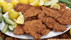 PHOTO: Rachael Ray's pretzel crusted chicken is seen here on Good Morning America.