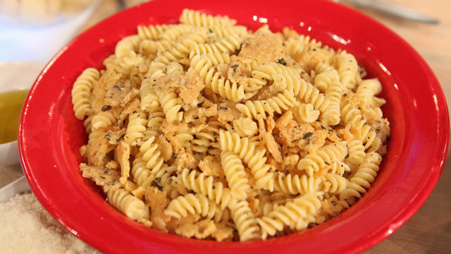 PHOTO: Gail Simmons' thyme frico crumble pasta recipe.