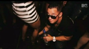 Video: Jersey Shore cast signs new contract with MTV.