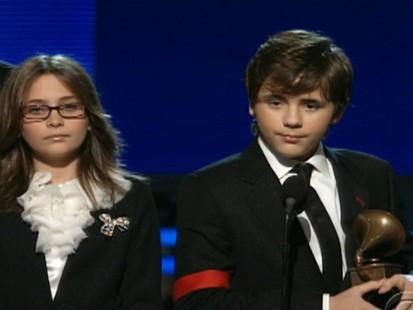 VIDEO: Michael Jacksons children accept his lifetime achievement award.