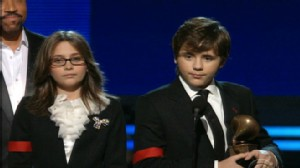 VIDEO: Michael Jacksons children accept his lifetime achievement award.
