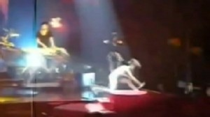 VIDEO: Rihanna falls during a concert in France.