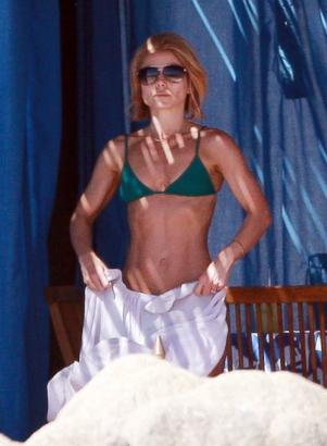 "Kelly Ripa is ""Ripped!"""