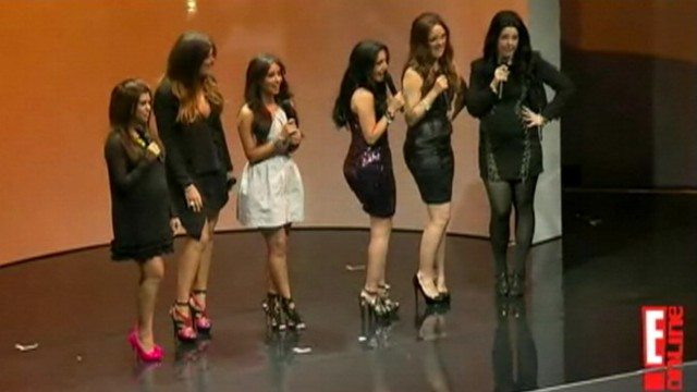 VIDEO: Sisters join comedians on stage at E!s upfront presentation.