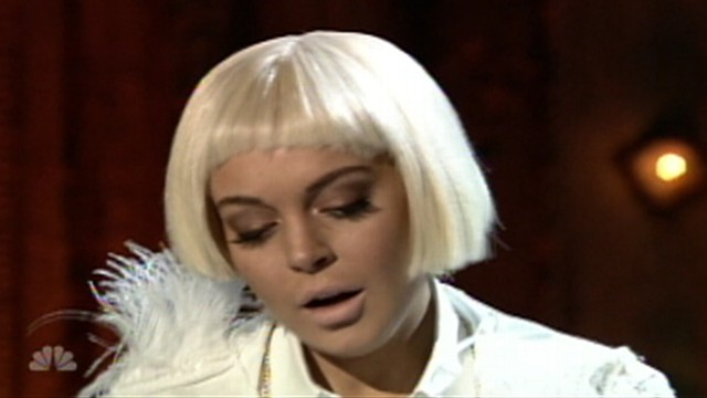 VIDEO: Lindsay Lohan appeared on Late Night With Jimmy Fallon in a blond wig.
