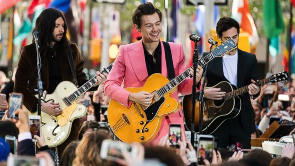 PHOTO: Harry Styles performs on NBC's