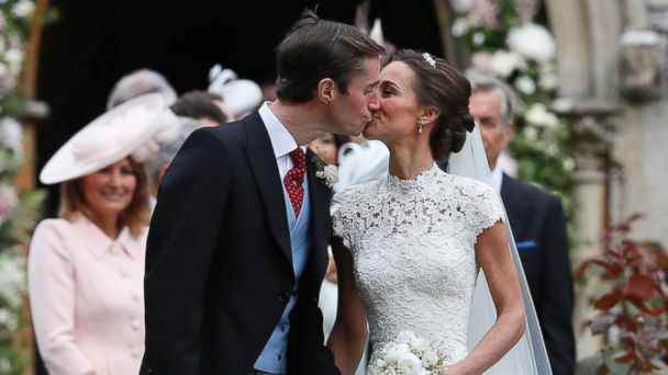 PHOTO: Pippa Middleton and James Matthews kiss after their wedding at St Mark's Church in Englefield, England, May 20, 2017.