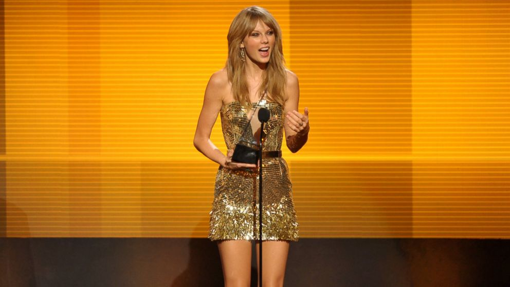 PHOTO: Taylor Swift accepts the award for favorite female artist - country at the American Music Awards at the Nokia Theatre L.A. Live on Sunday, Nov. 24, 2013, in Los Angeles.