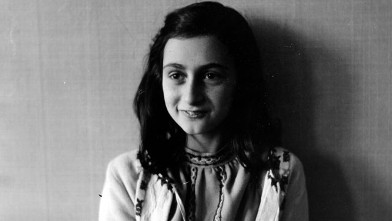 PHOTO: Anne Frank poses in 1941 in this photo made available by Anne Frank House in Amsterdam, Netherlands on June 11, 2009.