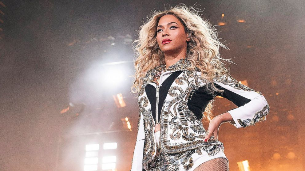 """PHOTO: Beyonce performs during her """"Mrs. Carter Show World Tour 2013,"""", Dec. 14, 2013, at the Scottrade Center in St. Louis, Mo."""