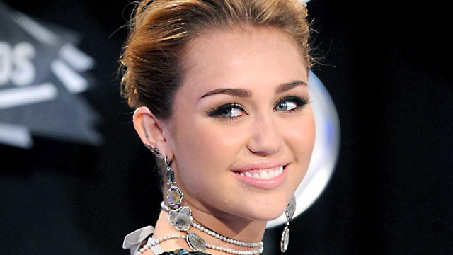 PHOTO: Miley Cyrus arrives to the MTV Video Music Awards 2011 at Nokia Theatre L.A. LIVE in Los Angeles, Aug. 29, 2011.
