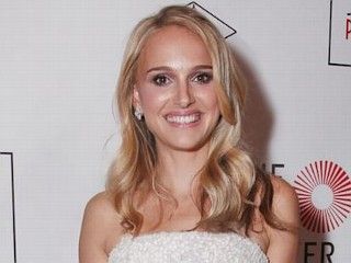 Photos: Natalie Portman Goes Blonde