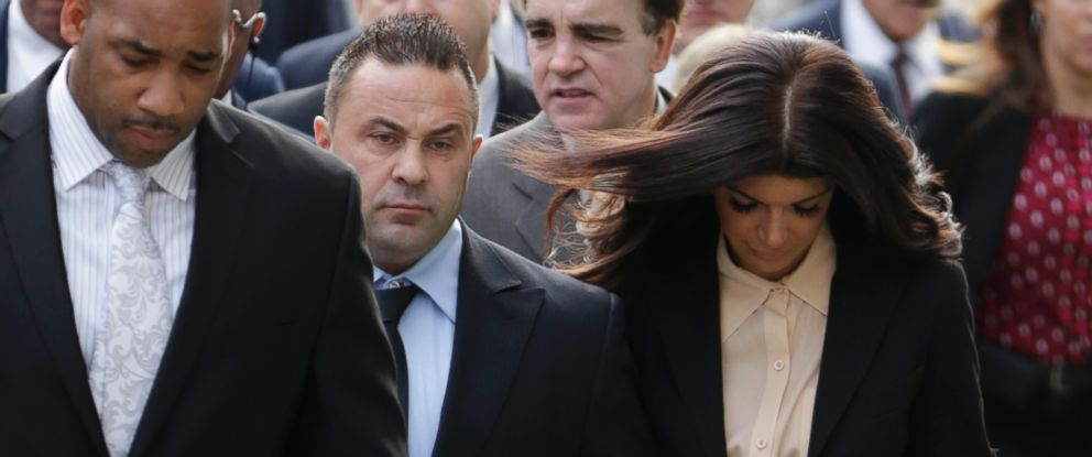 "PHOTO: ""The Real Housewives of New Jersey"" stars Giuseppe and Teresa Giudice walk toward Martin Luther King, Jr. Courthouse on Oct. 2, 2014, in Newark, N.J."