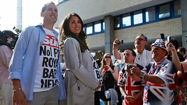 ap royal baby prank ll 130719 16x9 608 William and Kate Lookalikes Cause Frenzy Outside Hospital