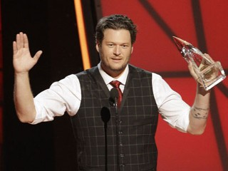 Shelton Is CMA Entertainer of Year
